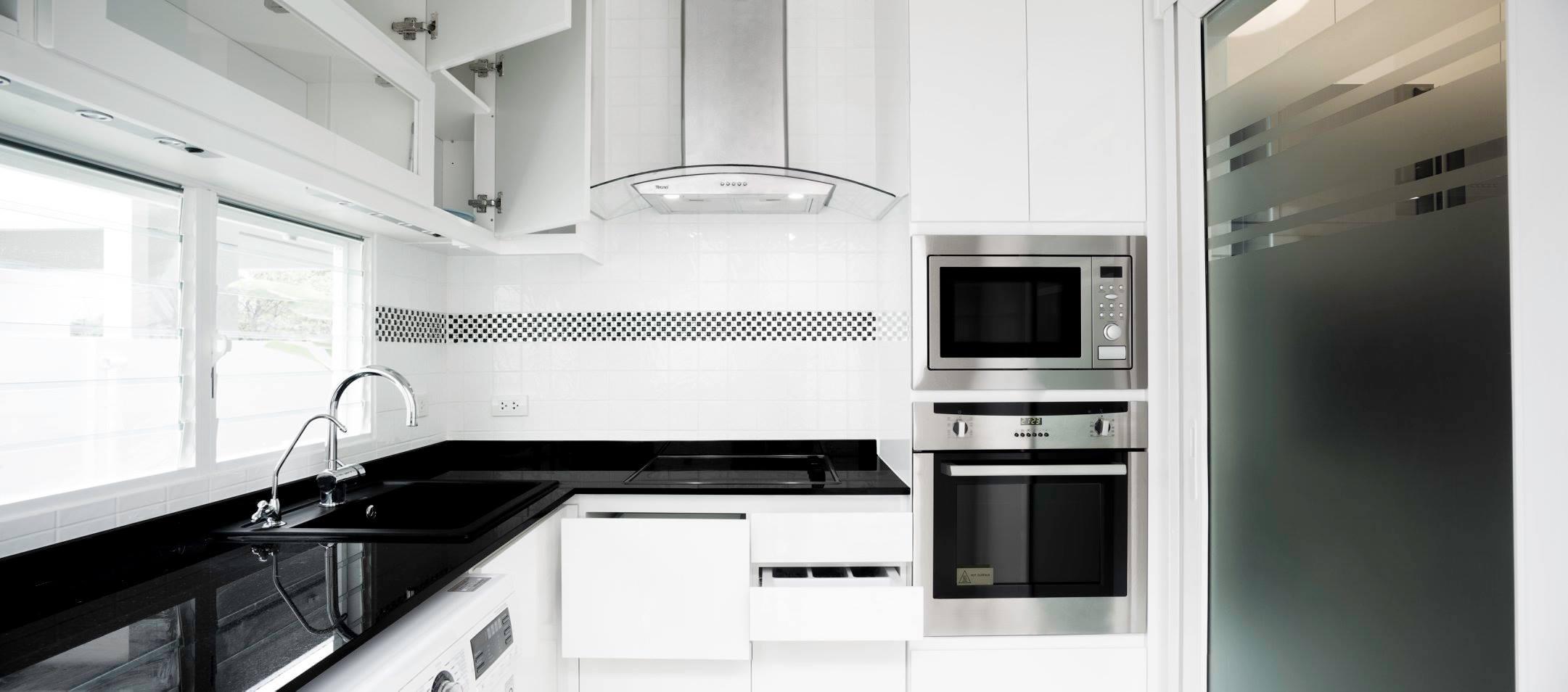 2.4 ตู้บน+ล่าง +0.9 ตู้ล่าง 0.6 ตู้เต็ม (ฝั่งตู้เย็น) + 1.06 ตู้บน + 0.6 ตู้เต็ม top laminate 61700 top หินหนา 2 cm 78900(ในภาพ)
