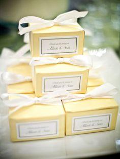 ไอเดียสำหรับการพิมพ์ สติ๊กเกอร์ฉลากสินค้า // สไตล์การออกแบบ ดีไซน์แบบเรียบๆ แต่มีสไตล์ ฉลากไว้ใช้สำหรับ แปะกล่องกระดาษ กล่องใส่ขนมเค้ก