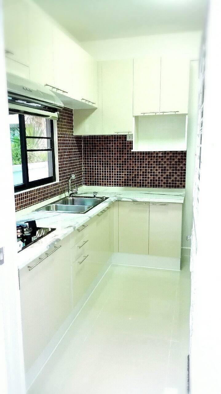 ครัวบิ้วอิน modern สีขาว ขนาด 2.8 x 1 เมตร