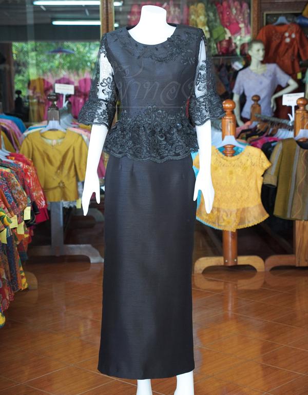 ชุดเสื้อกระโปรงผ้าไหมแพรทองแต่งลูกไม้ สีดำ ไซส์ L