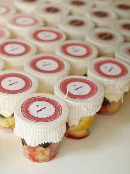 ไอเดียสำหรับการพิมพ์ สติ๊กเกอร์ฉลากสินค้า // สไตล์การออกแบบ ดีไซน์แบบเรียบๆ ดูดีมีสไตล์ ฉลากไว้ใช้สำหรับ แปะแก้วใส่เค้ก แก้วใส่ขนม