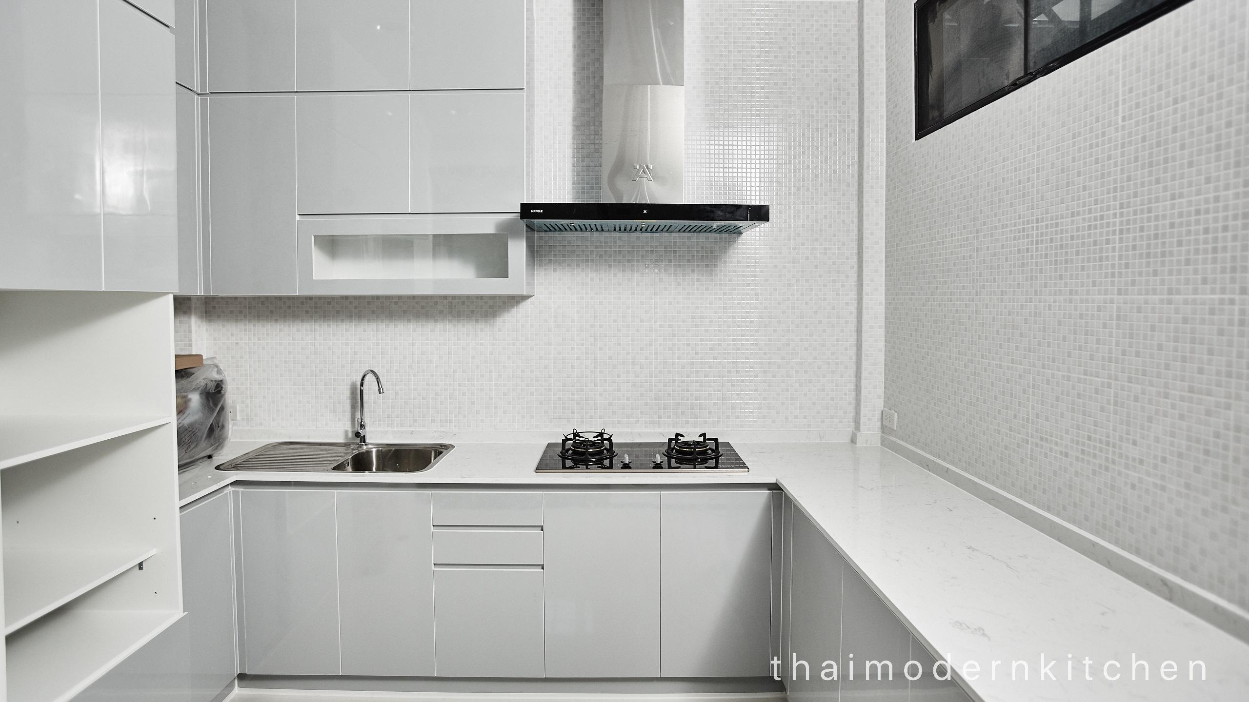 ครัวบิ้วอิน A=1.9 ตู้ล่าง B =2 ตู้ล่าง C =0.3 ตู้ล่าง 2.3 ตู้บน 0.6 ตู้เต็ม สูง 220 cm