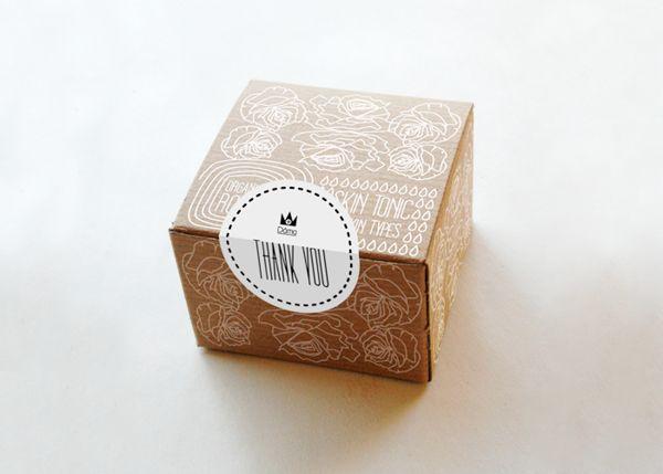 ไอเดียสำหรับการพิมพ์ สติ๊กเกอร์ฉลากสินค้า // สไตล์การออกแบบ ดีไซน์แบบเรียบๆ แต่มีสไตล์ ฉลากไว้ใช้สำหรับ แปะกับกล่องกระดาษ กล่องขนม กล่องเค้ก