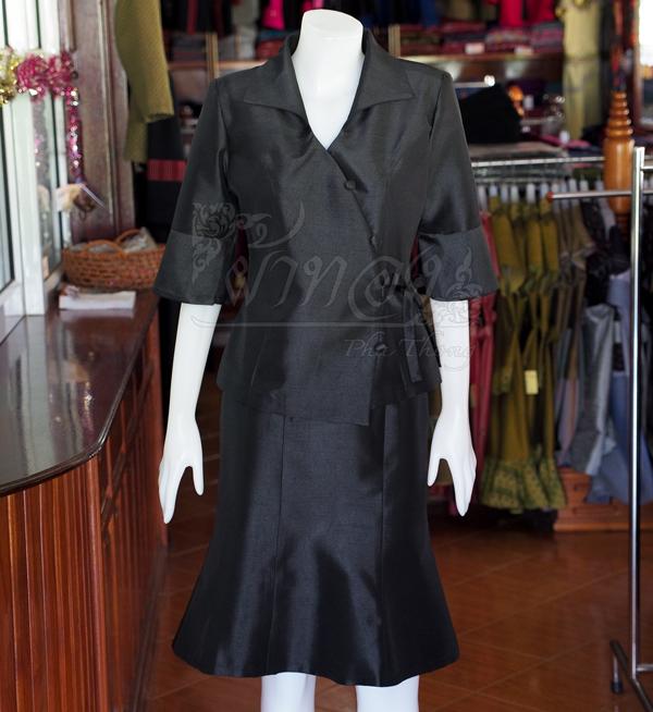 ชุดเสื้อกระโปรงผ้าไหมแพรทองเนื้อเงาสีดำ ไซส์ L