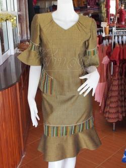 ชุดเสื้อกระโปรงผ้าฝ้ายสุโขทัยแต่งลายมุกสายรุ้ง ไซส์ M