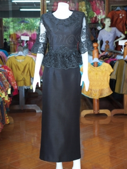 ชุดเสื้อกระโปรงผ้าไหมแพรทองแต่งลูกไม้ สีดำ ไซส์ M
