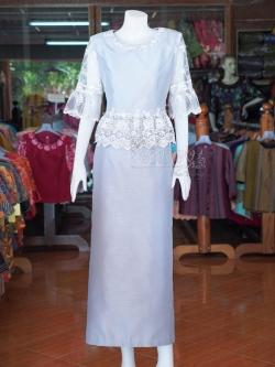 ชุดเสื้อกระโปรงผ้าไหมแพรทองแต่งลูกไม้ สีเทาเงิน ไซส์ M