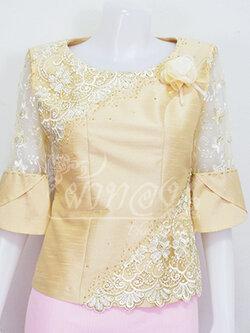 เสื้อผ้าไหมแพรทองแต่งลูกไม้ สีเหลืองอ่อน ไซส์ M