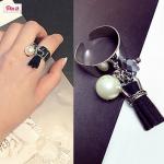 แหวนแฟชั่นเกาหลีไข่มุกห้อยภู่ (สีดำ)