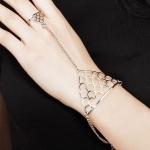 สร้อยข้อมือ Ring-shaped crown triangle Silver